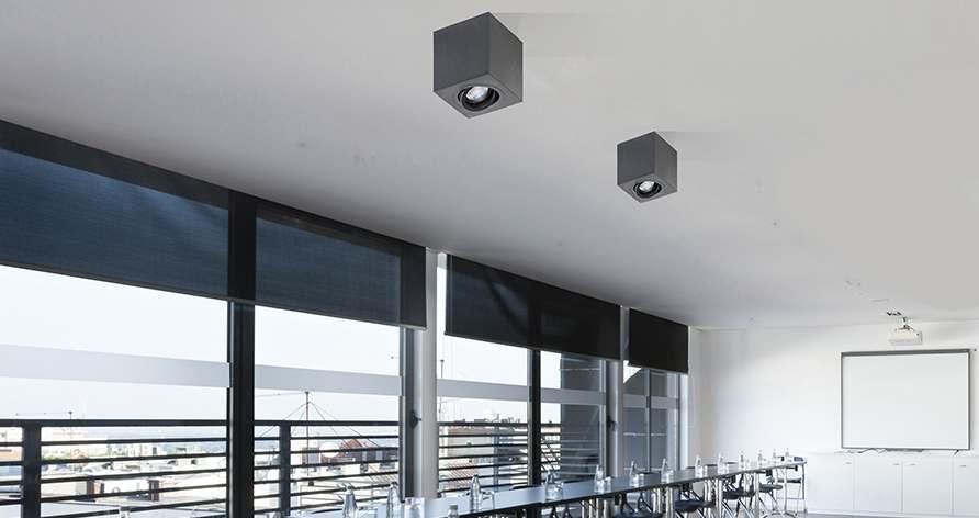 Jak najlepiej sterować oświetleniem w biurze?