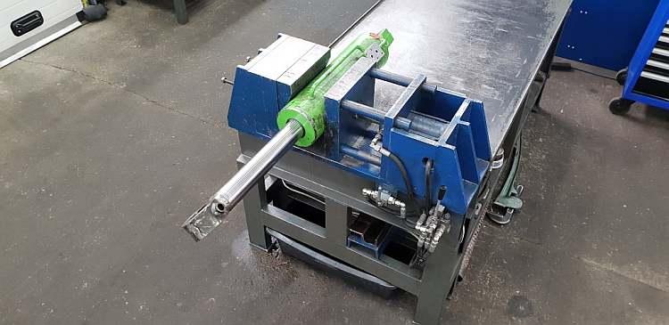 Regeneracja siłowników hydraulicznych – jak zadbać o najważniejsze elementy w maszynach budowlanych?