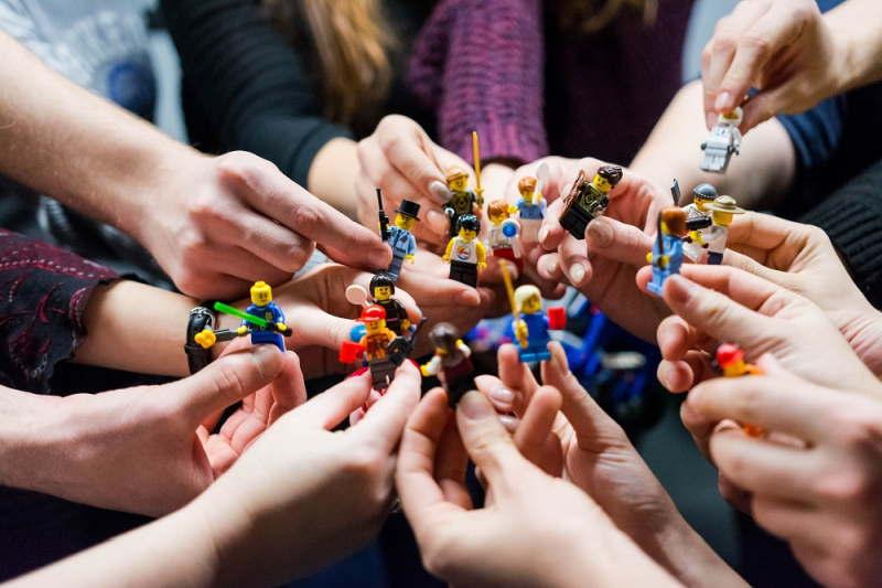 Pomysł na imprezę firmową, który sprzyjać będzie budowaniu relacji? Sprawdź TOP 5 propozycji